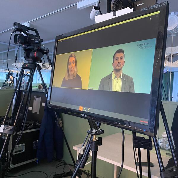 creating a professional live broadcast webinar