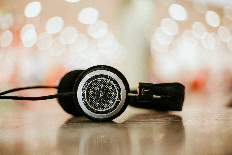 headphones 2 - alphacolor on unsplash (1)